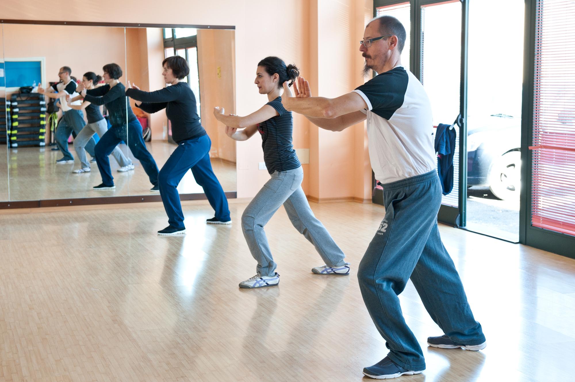Secondo l'Università di Oxford, gli anziani che praticano Tai Chi Chuan riducono di un quinto il rischio di cadute 3